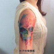 女性大臂彩色泼墨骷髅纹身