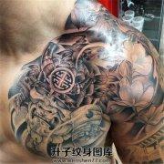 男性传统半甲纹身武士素材