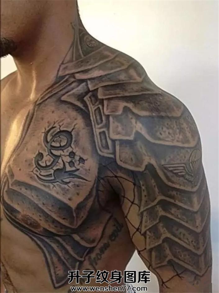欧美男性铠甲半甲纹身