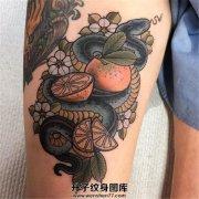 女性大腿欧美new school蛇与橙子纹身