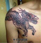 男性胸口麒麟纹身