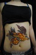 女性腹部传统麒麟纹身图案