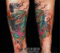 男性小臂内侧彩色传统麒麟纹身