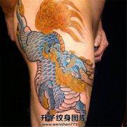 男性侧腰大腿传统彩色漂亮麒麟纹身