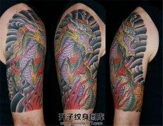 男性大臂传统彩色烈火麒麟纹身