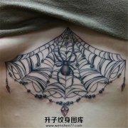 女性胸下蜘蛛蛛网纹身