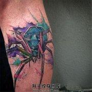 男性小臂彩色泼墨蜘蛛纹身