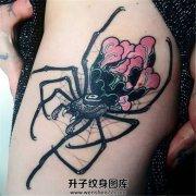 女性大腿超级好看的牡丹蜘蛛纹身