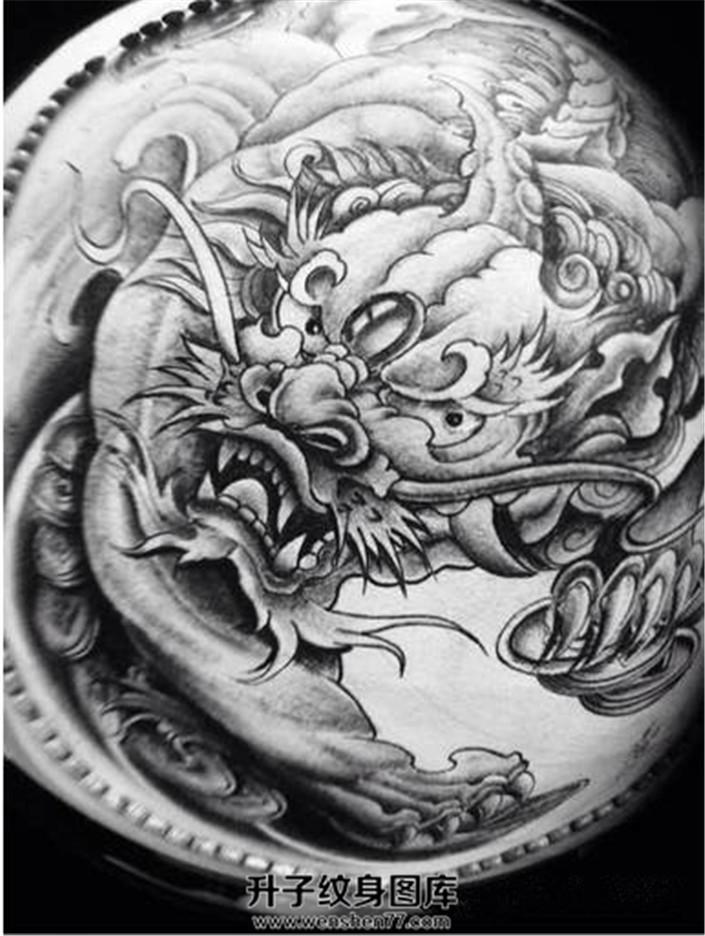 男性大臂纹身传统黑灰貔貅纹身