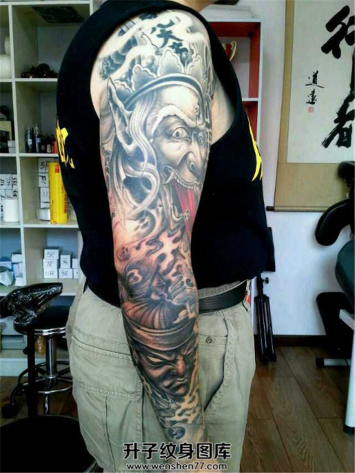 霸道的黑白无常题材花臂纹身