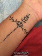 女性手腕小清新十字架纹身