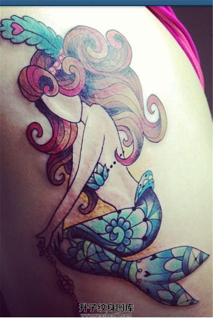 女性大臂彩色人鱼公主纹身