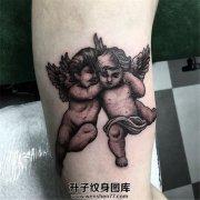 男性小臂一对小天使纹身