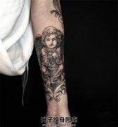 女性小臂欧美天使纹身