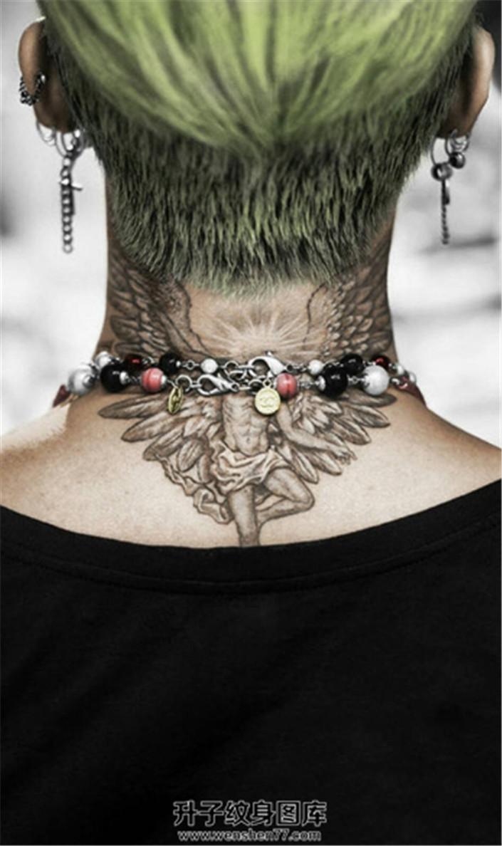 权志龙颈后炽天使纹身