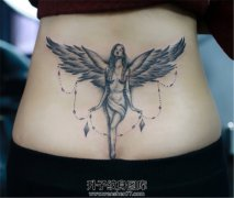 女性后腰天使纹身