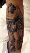 男性小臂欧美黑灰写实天使纹身