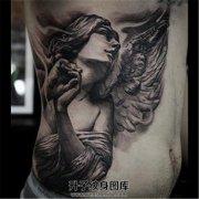 男性侧腰纹身 天使纹身