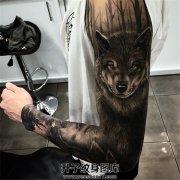 男性花臂欧美狼纹身