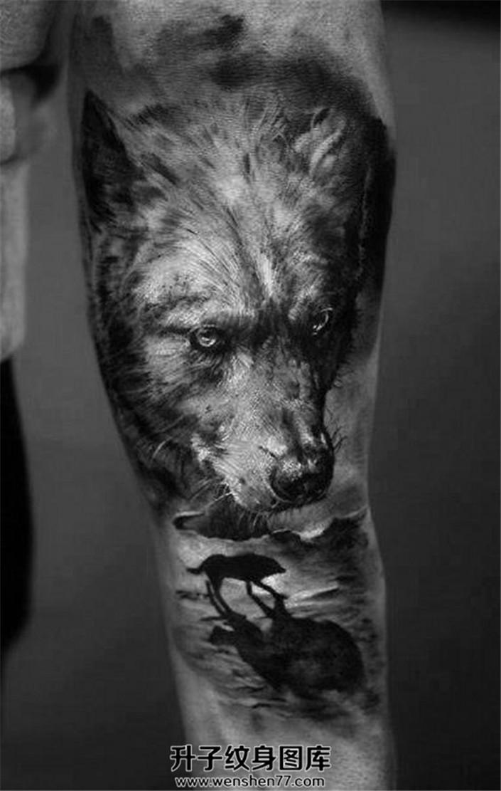 男性欧美写实狼纹身狼身影纹身