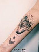 女性小臂个性的狼头纹身