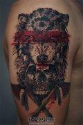 男性大臂印第安狼头骷髅纹身