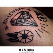 女性手臂Old school风格钻石纹身