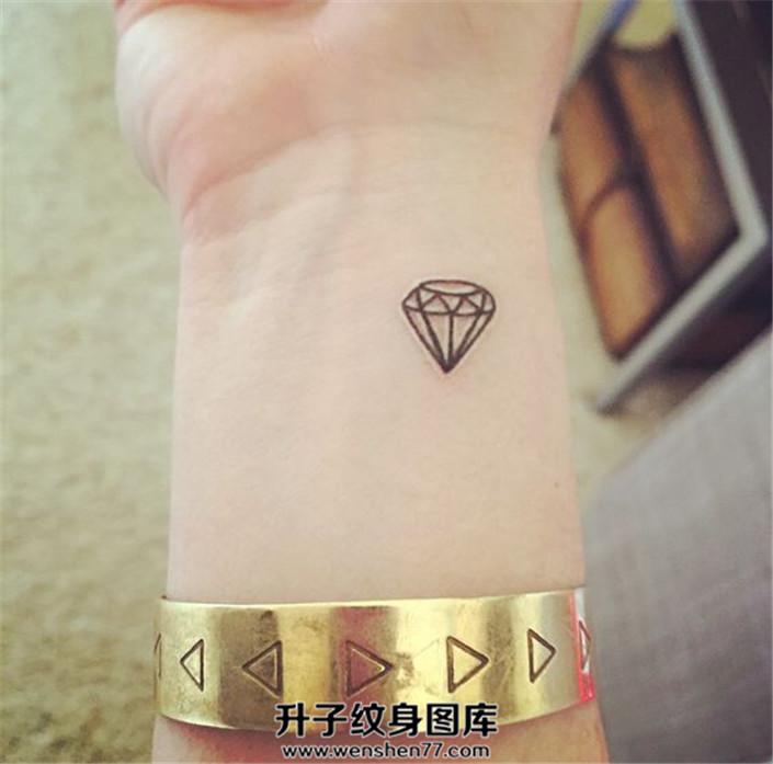 女生手腕小清新钻石纹身