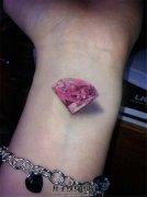 女生手腕真实的粉钻纹身