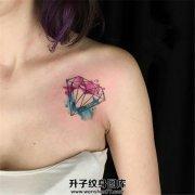 女性胸口泼墨线条钻石纹身