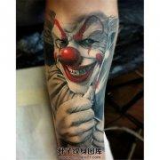 男性小臂写实小丑纹身