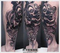 男性小腿欧美黑灰写实小丑纹身