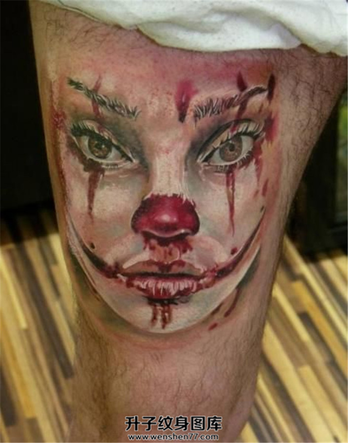 男性大腿女小丑纹身