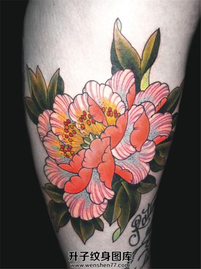 女性大腿new school 牡丹纹身