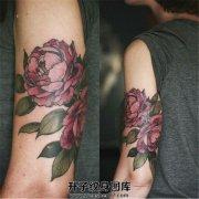 女性大臂牡丹纹身图案大全