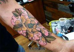 男性小臂欧美新风格彩色牡丹纹身