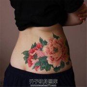 女性腰部传统牡丹纹身
