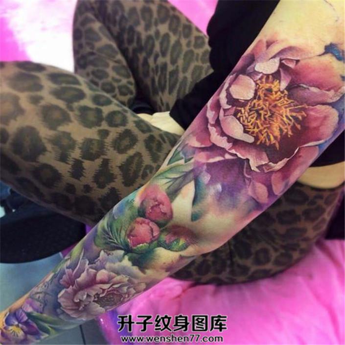 女性欧美写实牡丹纹身图案大全