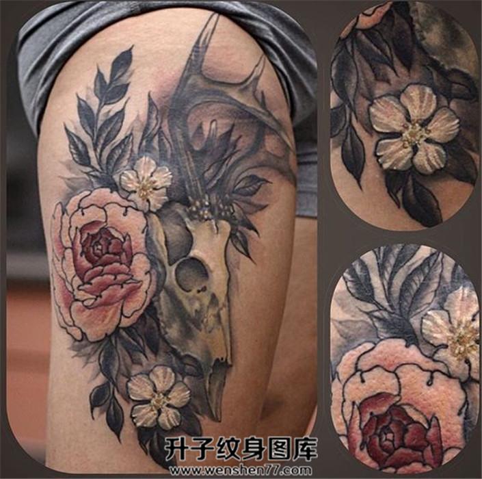 女性大腿牡丹鹿头骨纹身