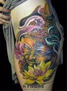 女性大腿色彩明艳的佛莲花纹身