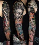 男性传统彩色佛花臂纹身