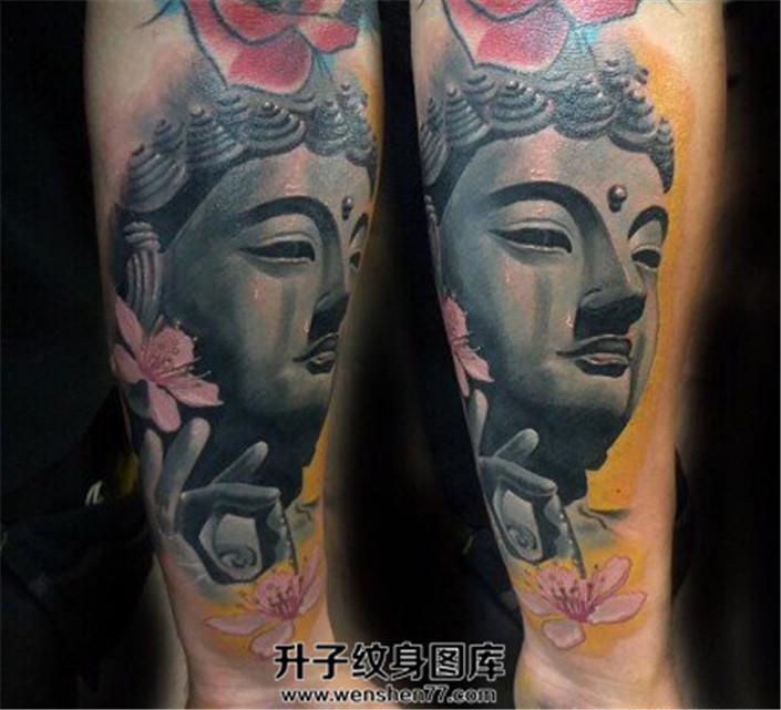 男性小臂彩色写实佛头纹身图片