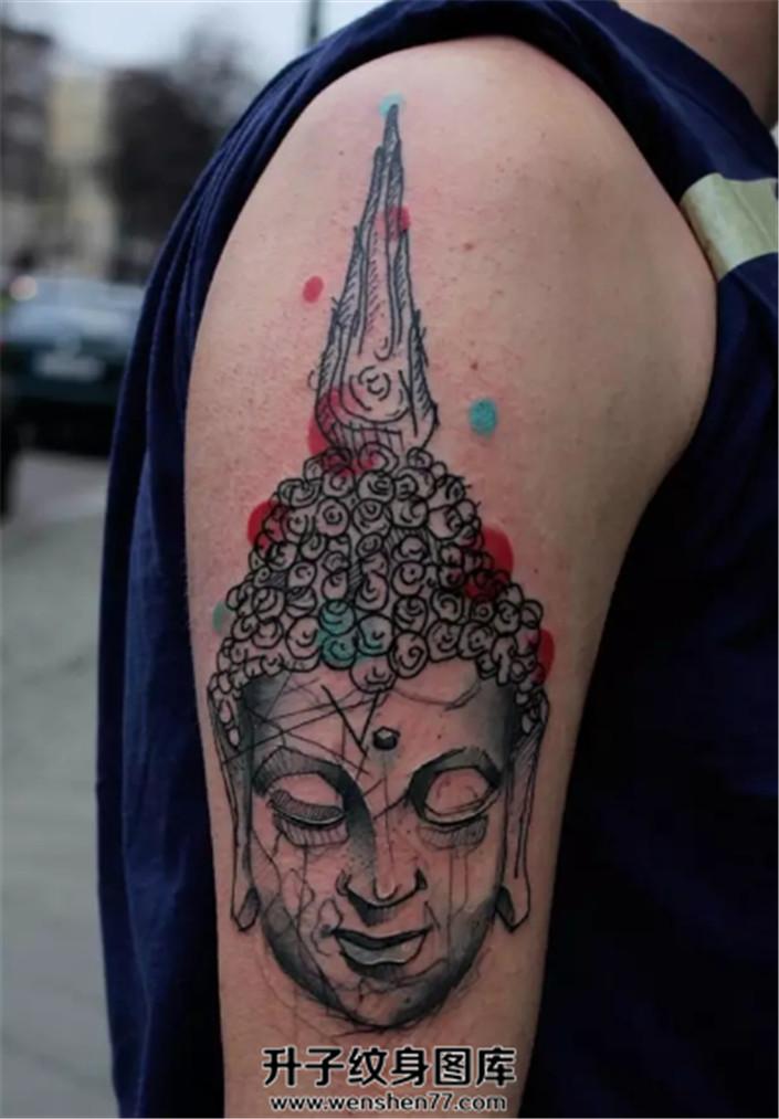 男性大臂个性线条构成的佛纹身