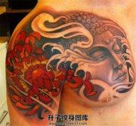 男性传统半甲佛菊花纹身