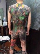 男性满背纹身彩色传统纹身关公纹身