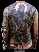 男性满背传统关公驭龙望月纹身