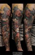 男性传统彩色关公花臂纹身