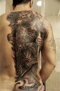 男性半背关公纹身