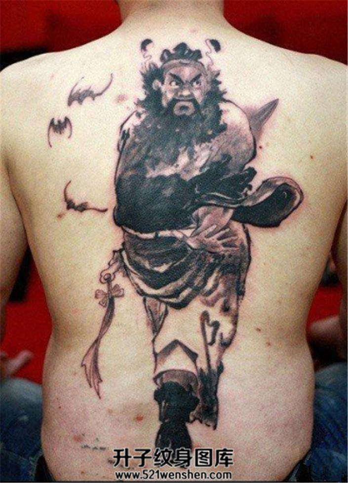 男性背部水墨钟馗纹身图案大全