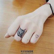 女生手指小清新猫头纹身